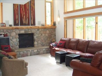 Private Hot Tub, 3 BR (+ 4th Bedroom Avail), Beautiful Vail Home A+