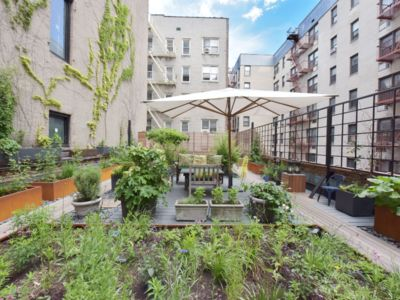 Photo for Charming Private House w/ Enormous Garden, Gourmet Kitchen- Close to Highline!