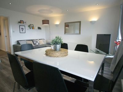 Photo for Stylish 2 Bed Apt. Short Stroll into City Centre!