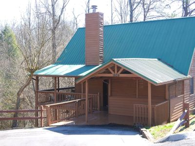 Photo for 5 Min to PKWY/Wooded Views/EZ Access/Hot Tub/Pool