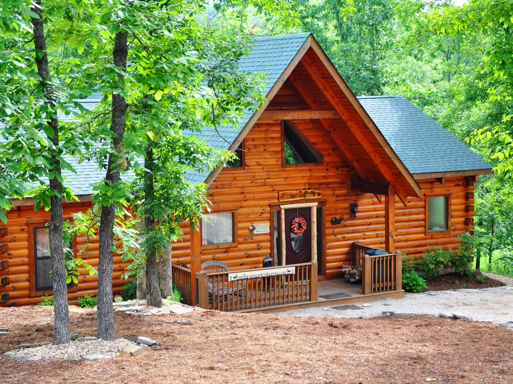 3 Bedroom 2 Bathroom Log Cabin Branson Camp Budd