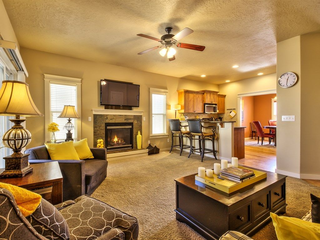 Cozy,3 Bedroom, Community Pool, Close To Everything In