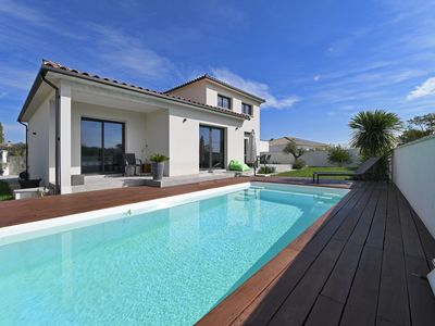 Photo for Villa with view and pool in the scrubland