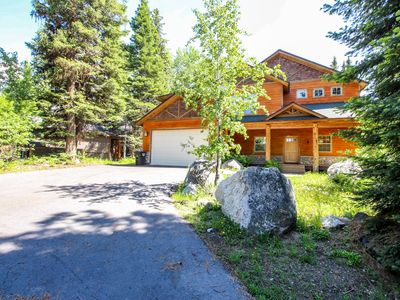 Photo for Deluxe, dog-friendly cabin w/ a shared pool & hot tub in a convenient location