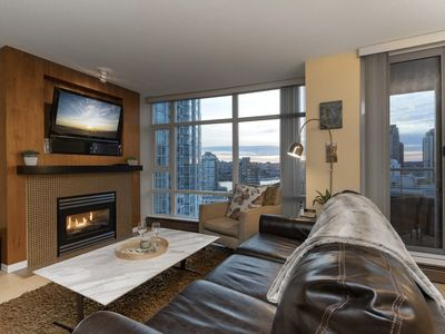 Photo for Stunning furnished 2 bdr in Aquarius Mews, downtown Vancouver / Yaletown