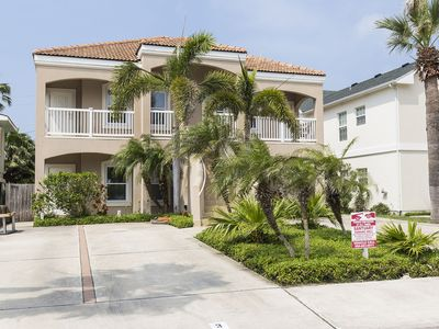Photo for Condo with pool, 1/2 block from beach! Walking distance to restaurants and more!