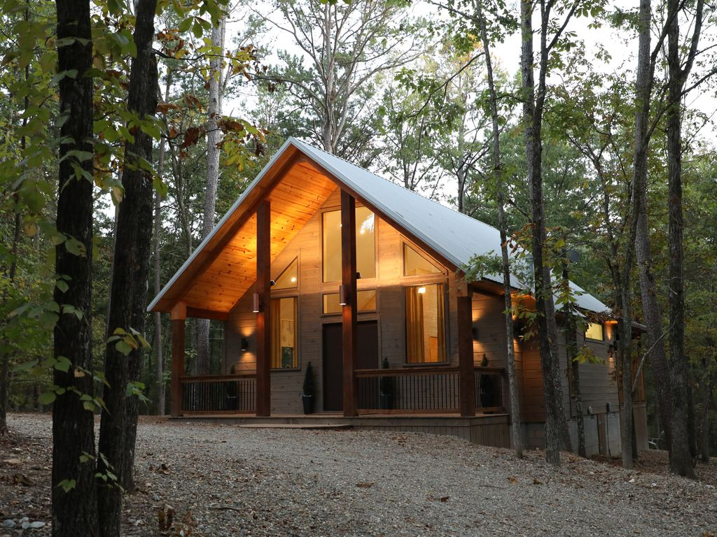 Property Image#1 Tranquil Waters Brand New Studio Cabin By Broken Bow Lake  And Golf