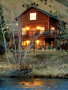 Red's Retreat, a romantic cabin on the river bank of the Big Laramie River