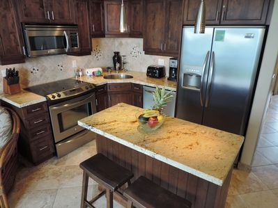 Fully equipped Kitchen. Pro Series Appliances, filtered water and Granite tops