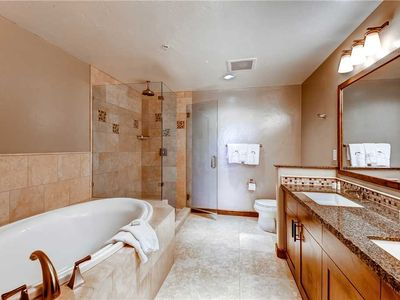 Photo for Beautiful 2 Bedroom Condo w/Private Balcony, Onsite Pool & Hot Tubs!