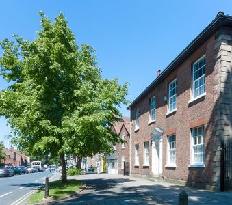 Photo for 6 Bedroom Townhouse in York Sleeps 12 Free Wifi, Parking for 3 Cars and Garden