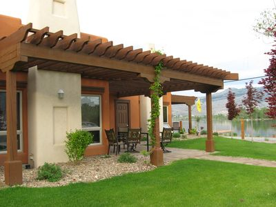 Beautiful villa with all the amenities of home situated on Lake Osoyoos,