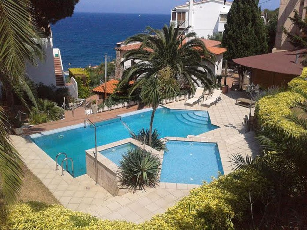 Detached house sea view 2 apartments pool beach 1680527 for Alarme piscine home beach