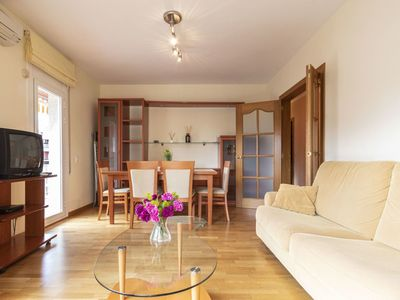 Photo for Cosy apartment for 5 guests with WIFI, A/C, TV and balcony