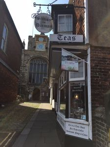 Centrally located large 3 bedroom property above Rye's oldest Tearoom