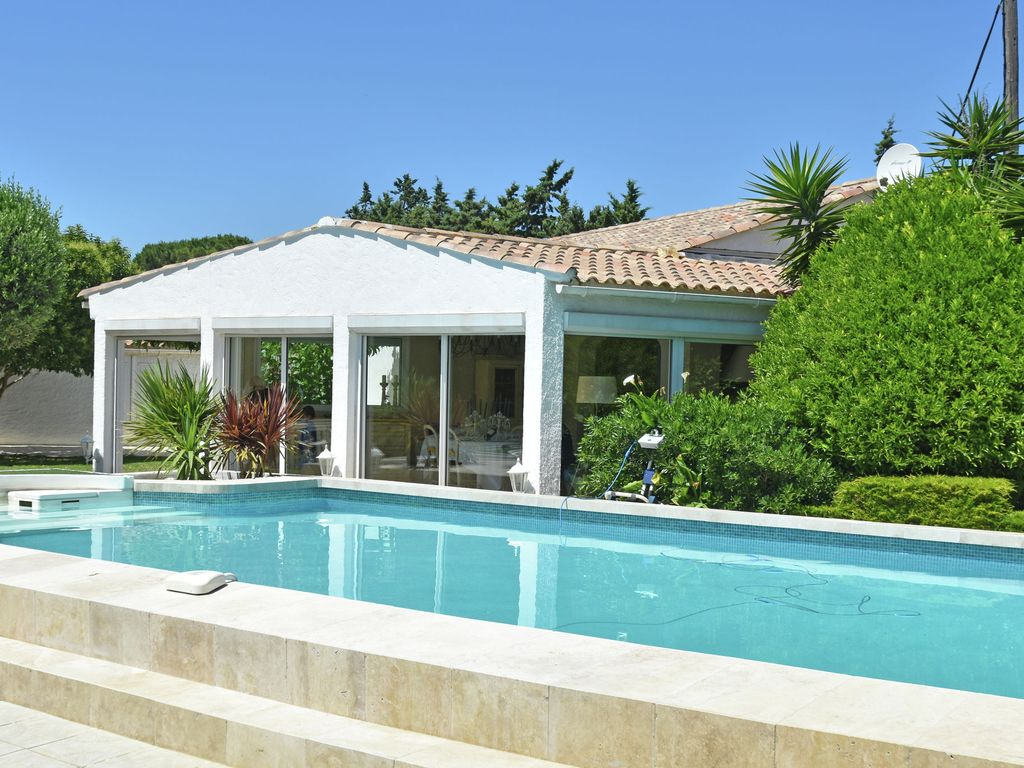 Detached Holiday Home With Private Swimming Pool And Garden With Outdoor Kitchen In France