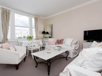 Photo for UP TO 20% OFF - An elegant 2 best in charming Kensington (Veeve)