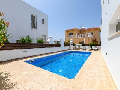 Photo for A lovely 2 bedroom villa with private swimming pool, located in Ayia Triada