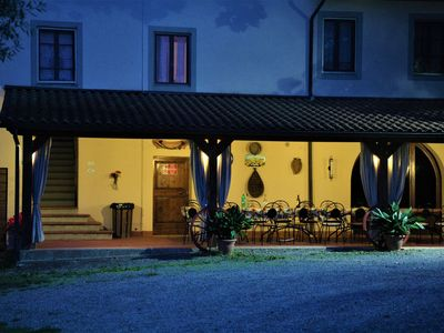Photo for Cosy apartment with WIFI, pool, TV, patio, pets allowed and parking, close to San Gimignano
