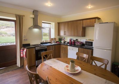 Kitchen diner with seating for 6+ dishwasher, fridge/freezer and washer/dryer