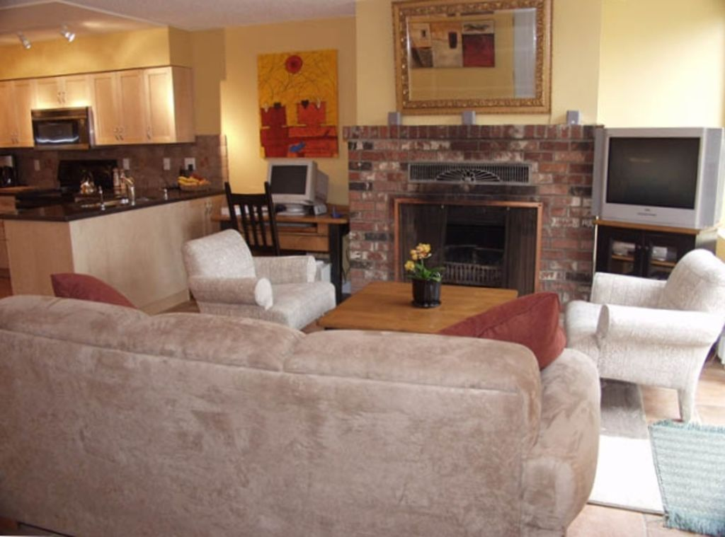 Tastefully decorated 2 br fully furnished vrbo for Fully decorated homes