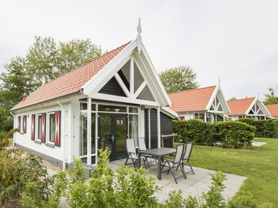 Photo for 4-person bungalow in the holiday park Landal Resort Haamstede - on the coast/the beach