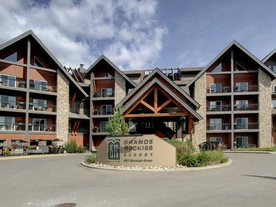 Photo for Luxury Grand Rockies 2bed2bath Canmore Center