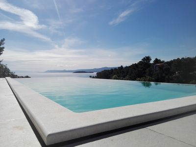 Photo for Modern apartment with pool on island Hvar 1.