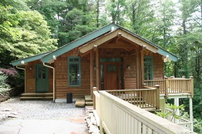 Rustic meets modern in this recently updated wooded retreat located in Hound Ears Club, just a fifteen minute drive to Boone, Blowing Rock and Banner Elk