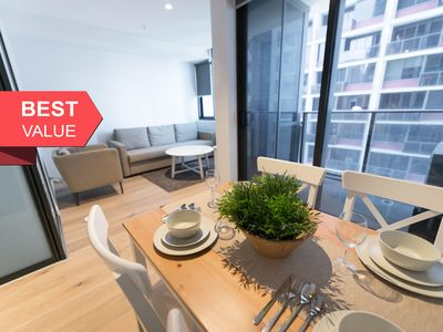 Photo for A Cozy CBD Home Near Southern Cross + Pool & Gym