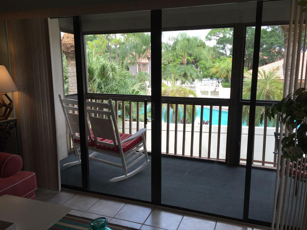 Beautifully Appointed Pool Condo In PGA National, Palm Beach Gardens ...