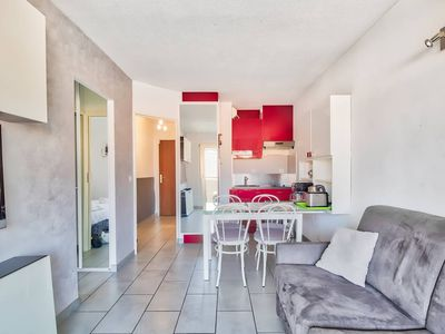 Photo for 2 rooms with parking and balcony, heart of Cannes