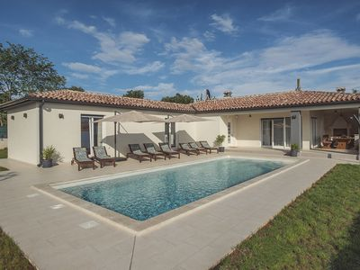 Photo for Comfortable villa with private pool, air conditioning, WiFi, sun beds, outdoor kitchen, BBQ and your pet is also welcome