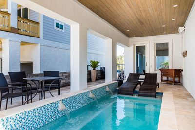 Private pool, with optional heating and chaise lounges