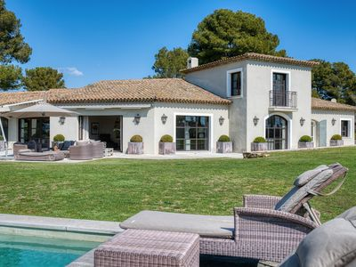 Photo for Exclusive Villa with Sea View and heated Pool in Mougins