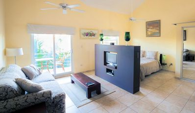 Ocean Dream Beach front NEW Renovated Cathedral Ceiling Studio with balcony