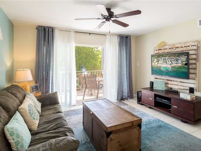 Enjoy sun, sand & fun while staying in this Standard Unit at Sunset Cove on Seven Mile Beach!