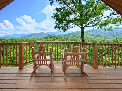 Photo for Escape to the mountains in this romantic 1 bedroom cabin!