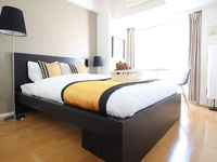 Great location right in the heart of shibuya. Lots of closeby local restaurants and shopping. The