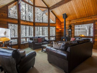 Photo for Sunriver Chalet, Walk to the Village! Bikes, Gas Fireplace, Hot Tub - WOOD02