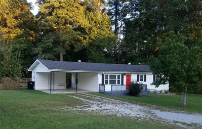 Photo for Neat 3BR charmer -near Mall of GA I-85, I-985, Lk Lanier, Braselton, Winder