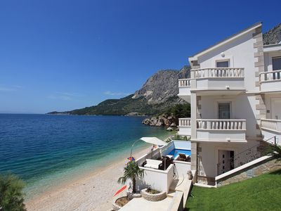 Photo for This 5-bedroom villa for up to 10 guests is located in Makarska and has a private swimming pool, air