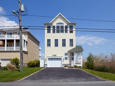Photo for Gorgeous Beach Home W/Bay & Harbor Views. Students Welcome.