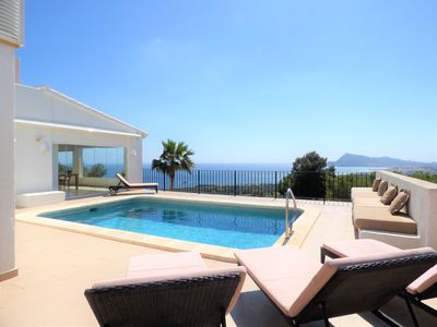 Photo for Large villa with 2 separate guest apartment, private pool, 3 km from the beach