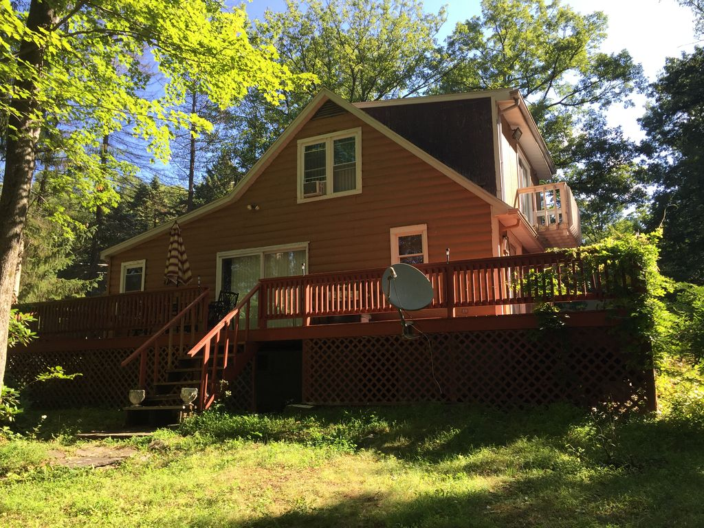 Lake wallenpaupack chalet 4 br vacation chalet for rent for Lake wallenpaupack fishing report