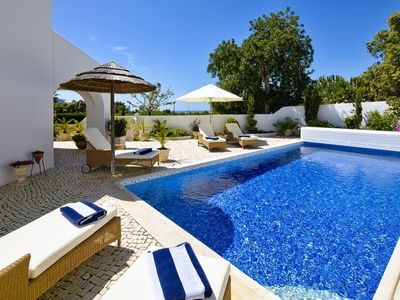 Photo for Beautiful, modern villa in Clube Carvoeiro with heated pool and electric pool cover
