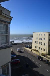 Photo for Bright and colourful 2 bed apartment minutes from the Beach and lively Kemp Town