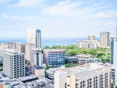 Hollywood Twin Type Beds! The Center of Waikiki. Great Ocean View!