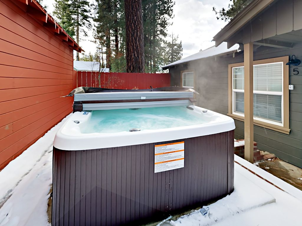 Recently Remodeled 6BR w/ Hot Tub, Firepit & Private Beach Walk to ...