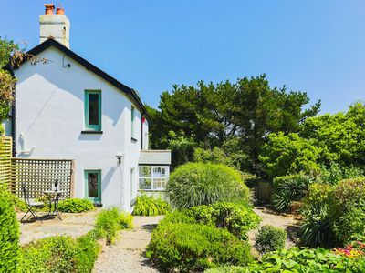 Photo for GEORGEHAM MAY COTTAGE | 4 Bedrooms | Sleeps 9 | Country living near the sea